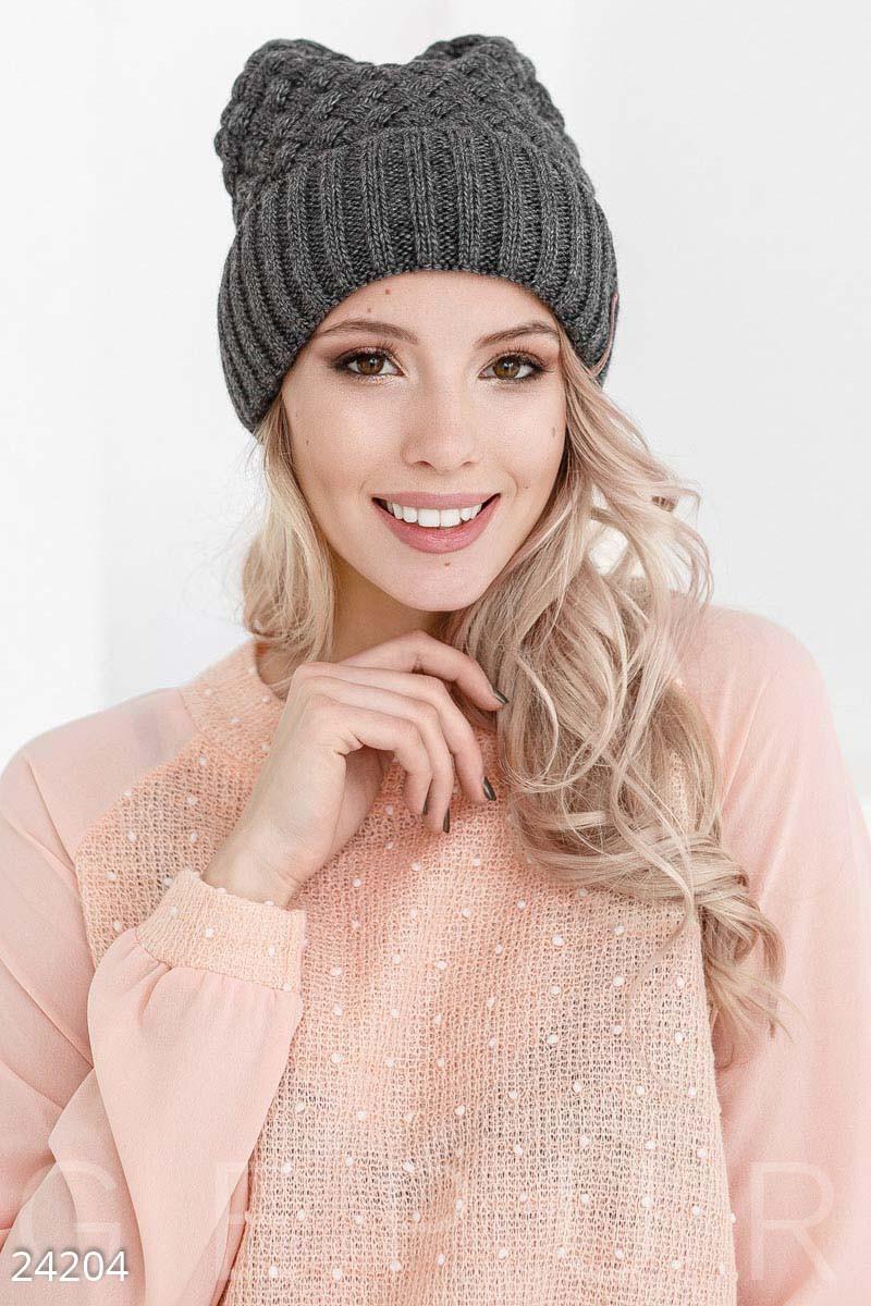 Зимняя серая шапка с широким отворотом