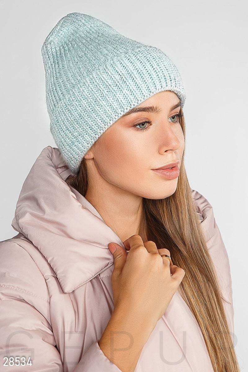 Теплая вязаная шапка с отворотом и флисовой подкладкой голубая