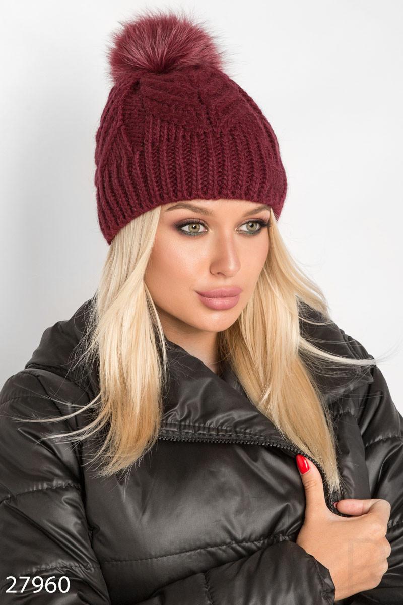 Красная вязаная шапка с помпоном и флисовым подкладом
