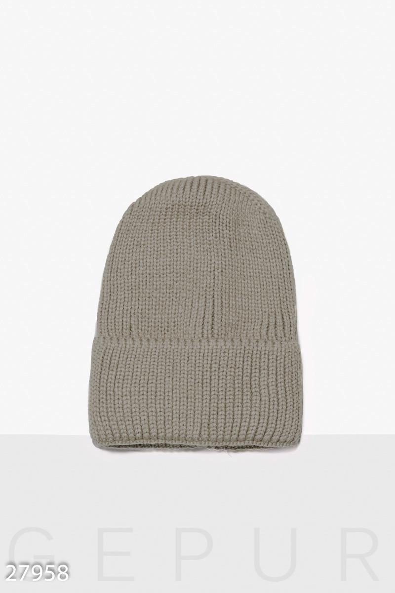 Зимняя вязаная шапка с отворотом и флиовой подкладкой темно-бежевого цвета