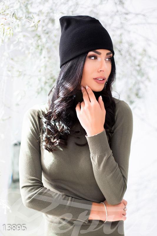 Удобная стрейчивая шапка черного цвета