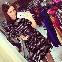 Стильное платье в горошек с поясом