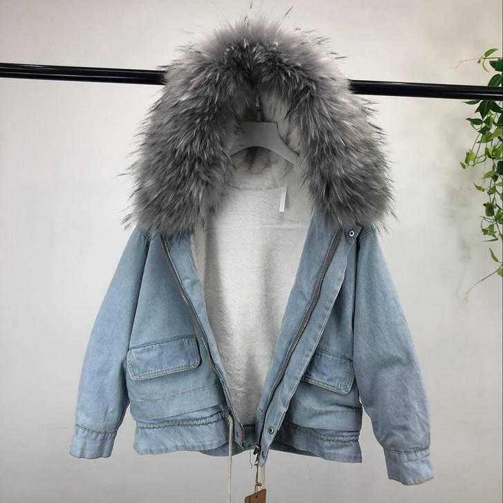 Куртка джинсовая женская зимняя с большим меховым капюшоном