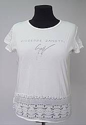 Белая женская футболка большого размера