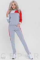 Женский утепленный спортивный костюм серо-красного цвета