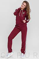 Теплый трикотажный спортивный костюм бордового цвета