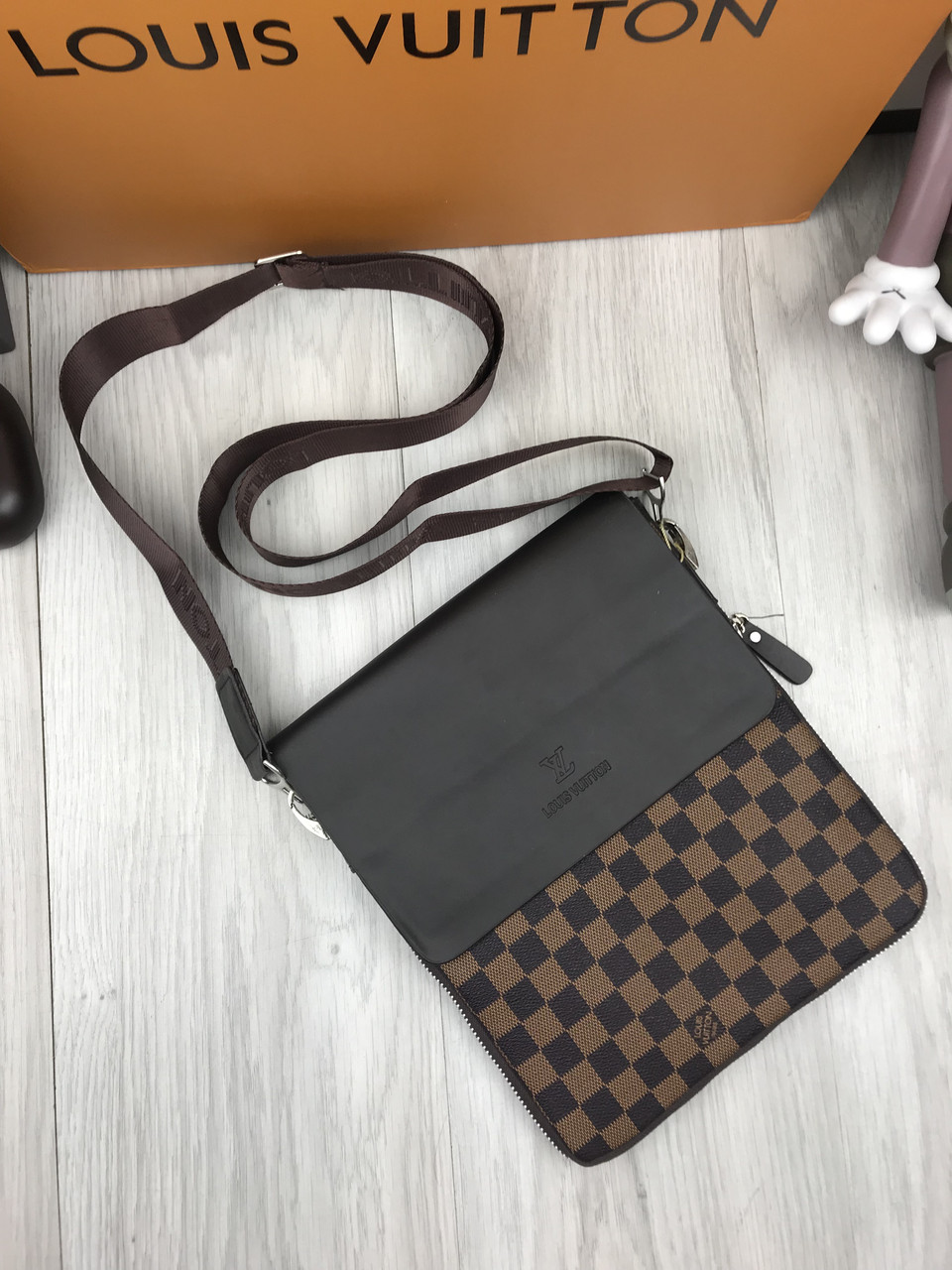 cbf467055925 Сумка мужская через плечо планшетка брендовая Louis Vuitton коричневая  копия высокого качества - AMARKET - Интернет