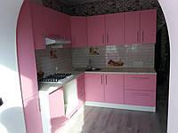 Кухня з рожевими матовими фасадами, фото 1