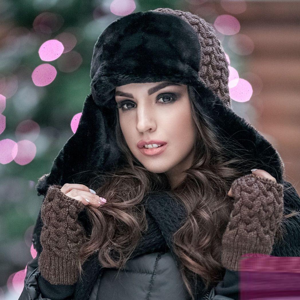 Комплект женская вязаная шапка-ушанка с митенками Ya-77181