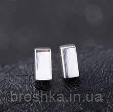 Маленькие матовые серебряные серьги гвоздики