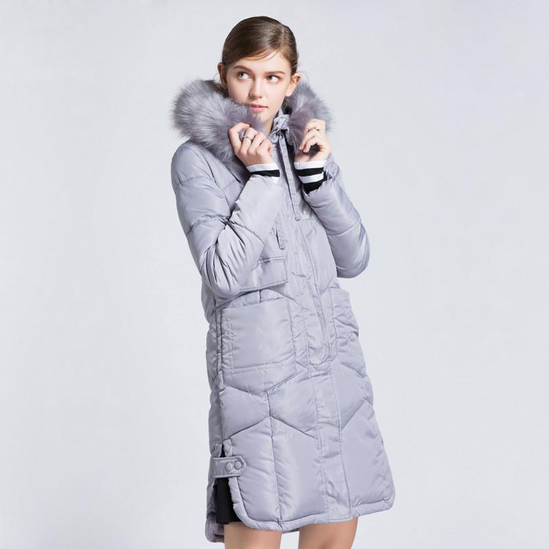 Женское серое пальто с мехом
