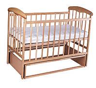 Детская кроватка из ольхи  светлая (с маятником)боковина НЕ ОПУСКАЕТСЯ