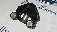 Ролик верхний двери Connect 02-13 бок