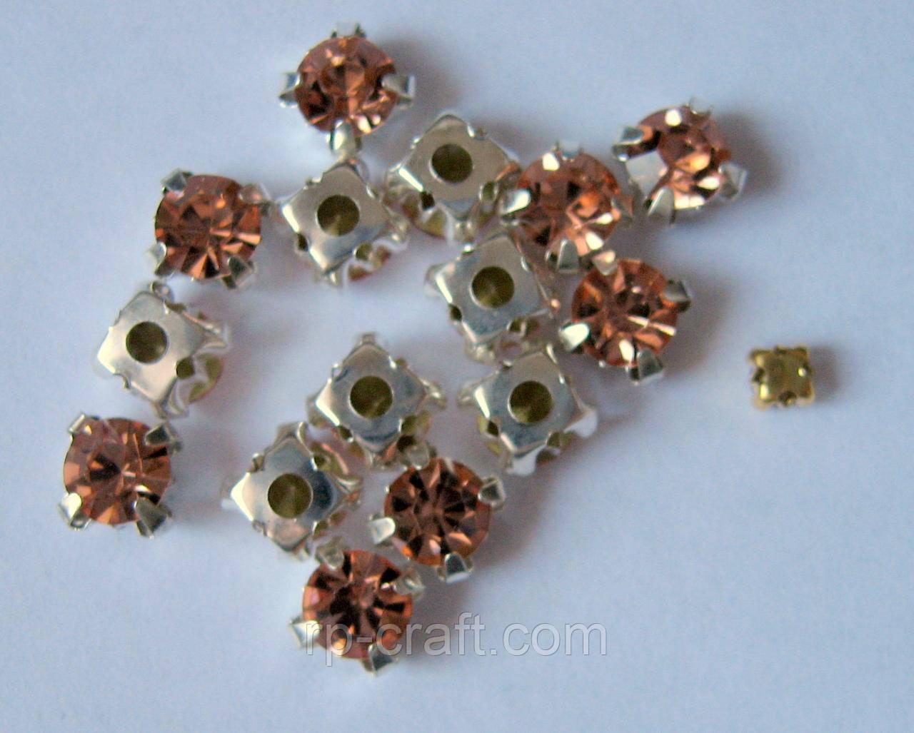 Упаковка скляних пришивних стразів в металевій закрепке, 5х6х6 мм, 15 штук
