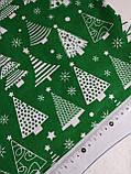Новогодняя ткань Белые елочки на зеленом фоне 50*50 см, фото 2
