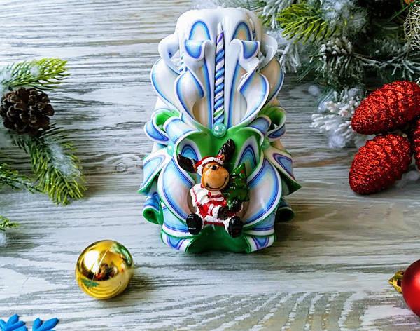 Резная свеча бело-голубая-зеленая с олененком, фото 2