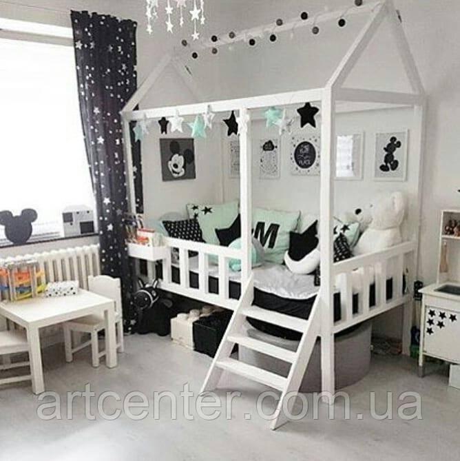 Кроватка-домик на ножках с лестницей, белого цвета