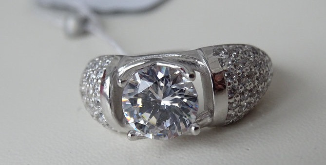 Яркое серебряное кольцо