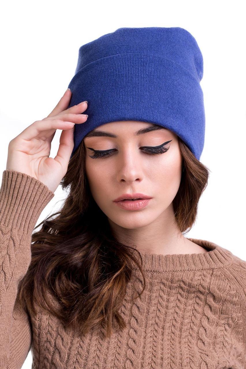Лаконічна жіноча шапка на зиму
