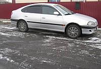 Дефлекторы окон (ветровики) Тойота Avensis hb 5d 1997-2003