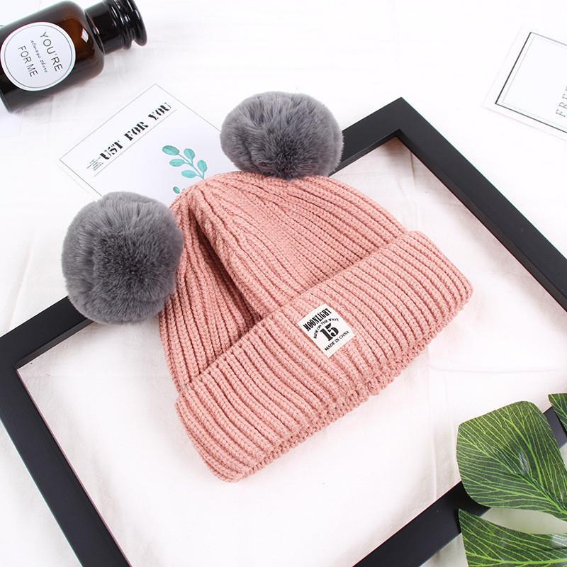 Зимняя розовая шапка для девочки с помпончиками