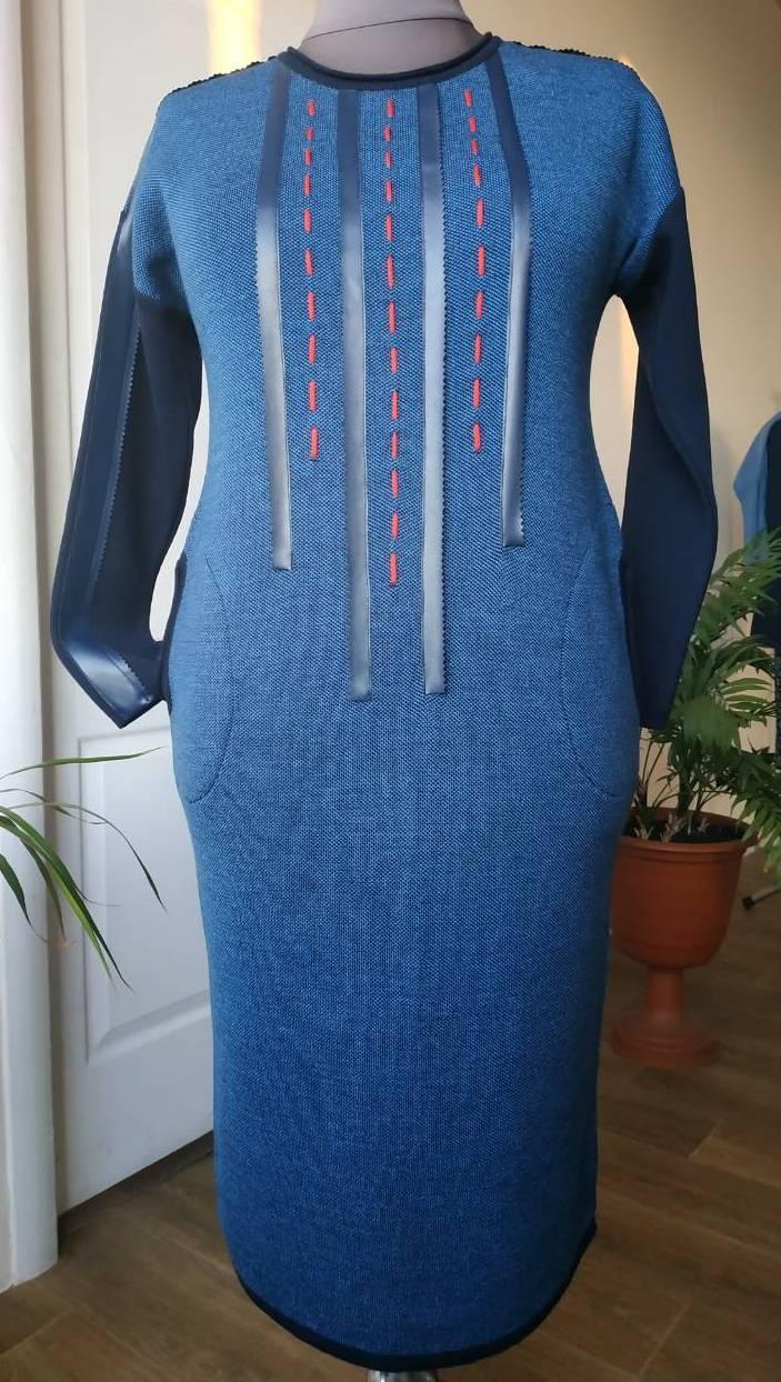 Сукня трикотажне синє в етностилі великого розміру