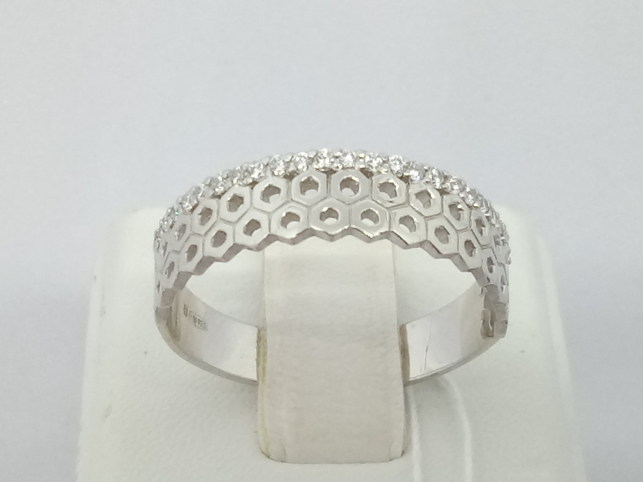 Серебряное кольцо с фианитами. Артикул 10095Р 17,5
