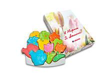 Фигурное песочное печенье в коробке логотипом - сладкий подарок на 8 Марта