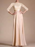 fd7bc38d484c7bc Светло бежевое длинное вечернее платье в пол с кружевными рукавами и  закрытой спиной с шифона и