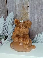 Оригинальная свеча Мадам свинка в шляпке Вес 250 г. Сюрприз любимым на новый год кабана