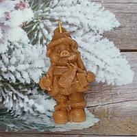 Новогодняя свеча свинка - снеговик ручной работы. Вес 120 г. Подложи свинью... в подарок родным