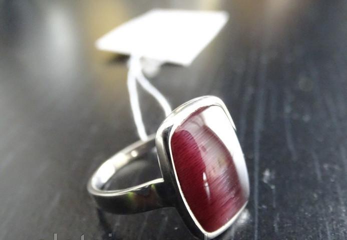 Серебряное кольцо с красным улекситом