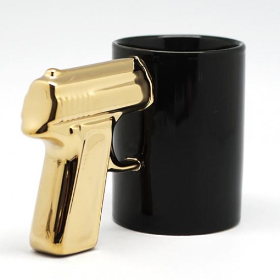 Podarki Чашка пистолет Черная с золотой ручкой