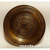 Деревянная  тарелка  с карпатскими геометрическими узорами (35 см.)