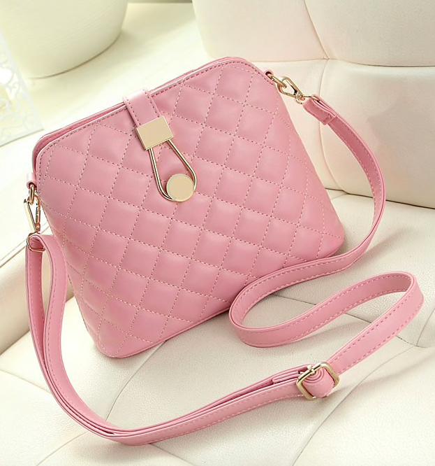 ef1fb9f382aa Купить женскую сумку не легко, но наш интернет магазин предоставляет такую  возможность- приобрести стильную, изысканную женскую сумку среднего размера.
