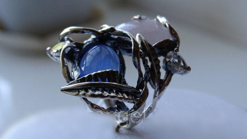 Женское широкое серебряное кольцо с розовым и синим улекситом
