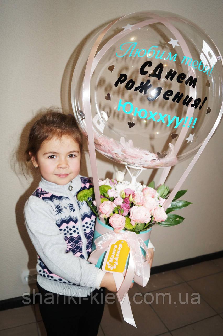 Букет в коробочці з квітами і Куля Баблс з індивідуальною написом і пір'ям 3