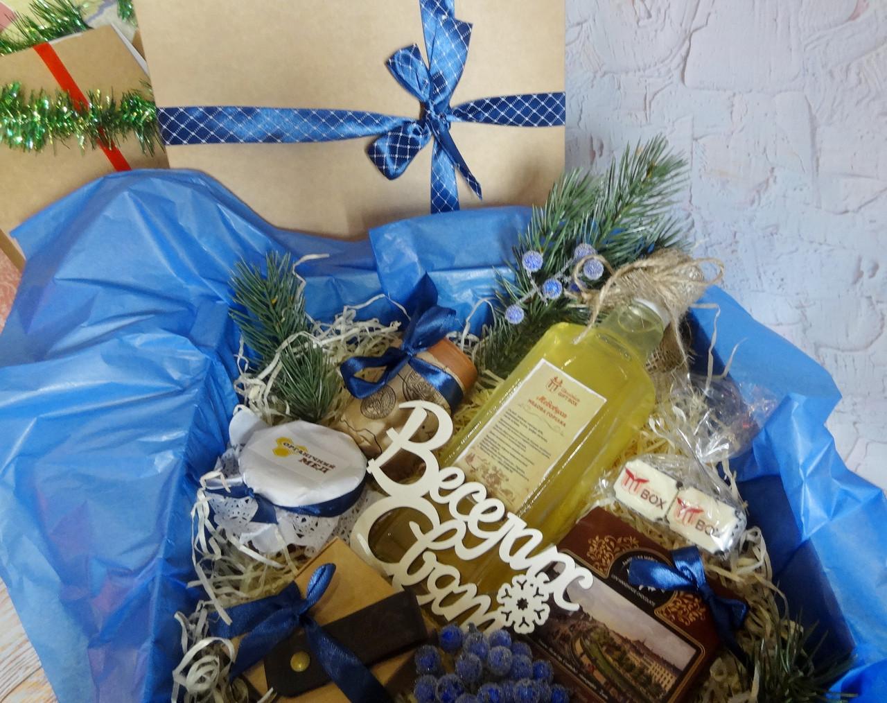 Оригинальный подарок мужчине с Медовухой, сладостями и аксессуарами