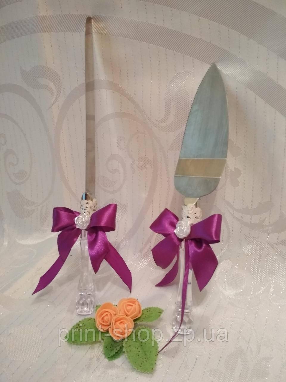 Ніж і лопатка для весільного торта в фіолетовому стилі