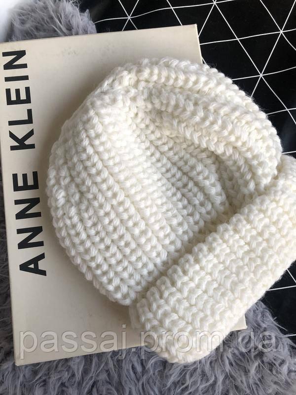 Шапка белая новая 30% wool