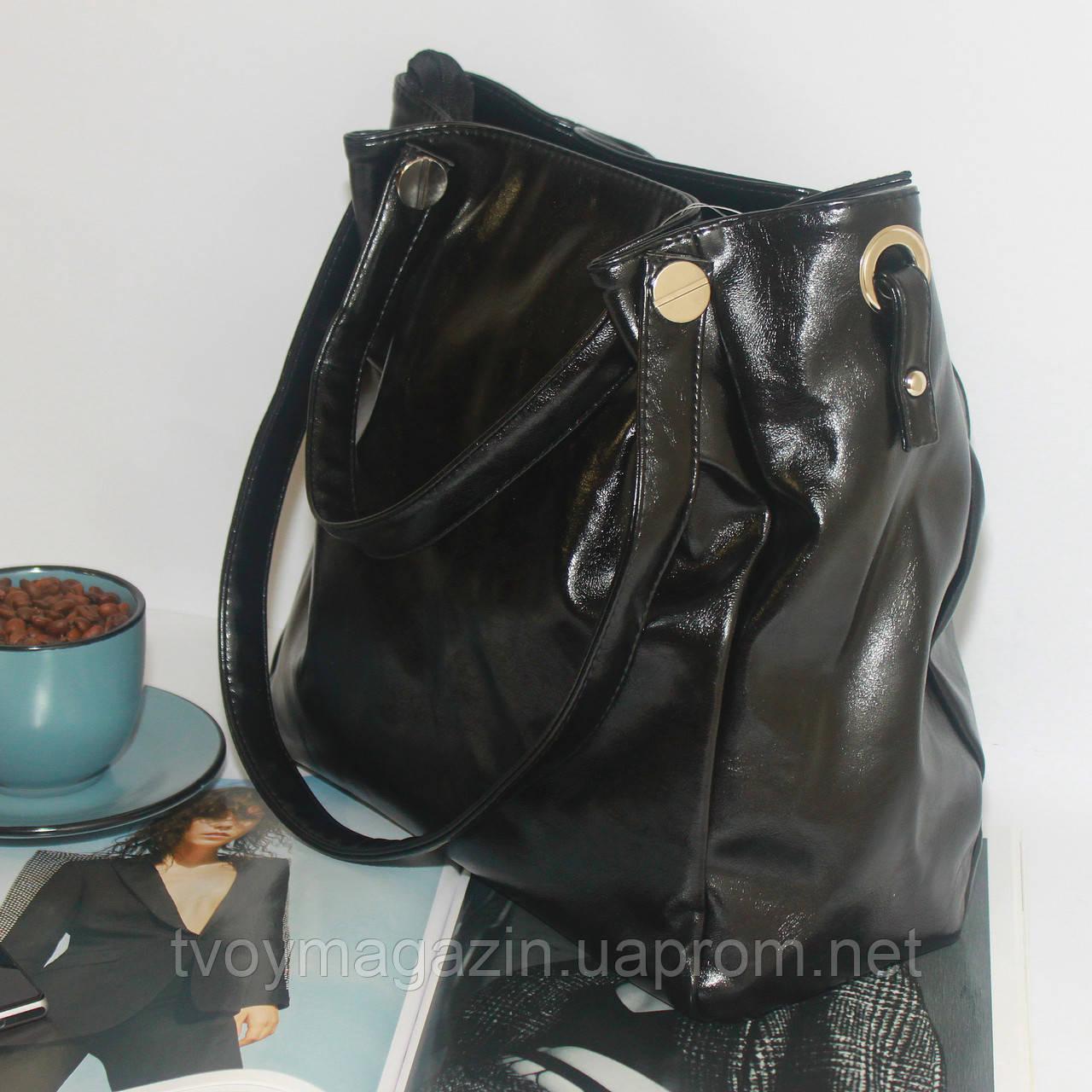 Лаковая классическая вместительная чорная сумка  Лакова класична вмістка чорна сумка