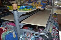 Островной стеллаж для магазина женской одежды. Торговое оборудование для магазина детской одежды