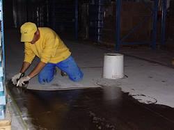 Знепилювання й зміцнення бетонної підлоги