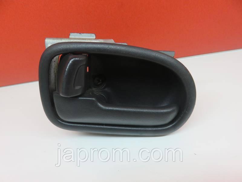 Ручка двери внутренняя левая черная Mazda 626 GF