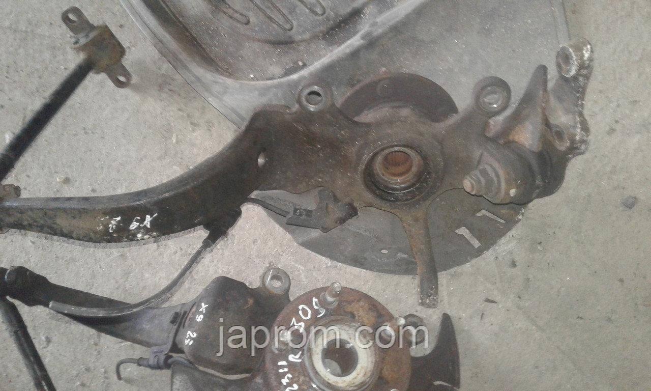 Поворотный кулак передний правый (ступица в сборе) Mazda Xedos 9 1994-2000. 28 шлицов