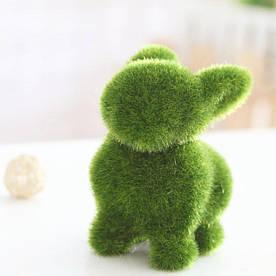 Фігурка декоративна Кролик зі штучного моху трава 12 см