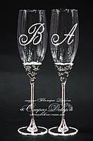 Свадебные бокалы на металлической ножке с инициалами в стразах