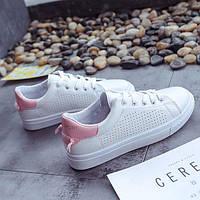 Белые кроссовки для девушек за доступной ценой с розовым задником