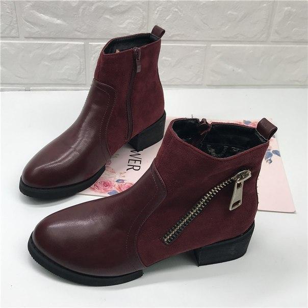 Красные ботинки на каблуках