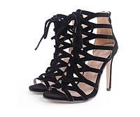 Летние черные римские босоножки на каблуках